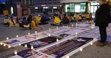 Последователи Фалуньгун в Швейцарии со свечами вспоминали погибших