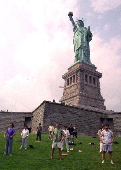 США, Нью-Йорк, цигун, Фалуньгун, Фалунь Дафа, упражнения Фалуньгун
