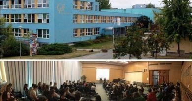В Чехии добровольцы презентовали цигун Фалуньгун в школе
