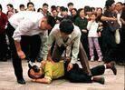 За что преследуют родственников последователей Фалуньгун в Китае